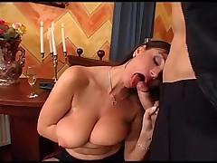 Секс с мамочкой с большими сиськами