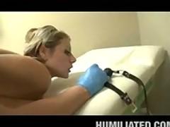 Zloj analnyj doktor praktikuet sadistskie metody lechenija
