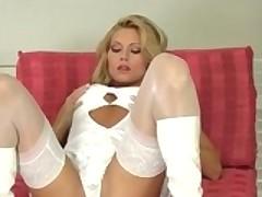 Cheshskaja porno model Adriana Malkova masturbiruet na kameru
