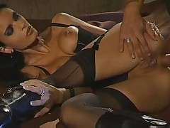 Seksualnaja bolshegrudaja krasotka poluchila chlen v popku