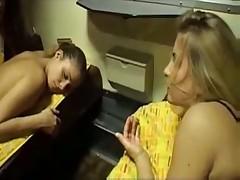 Лесбиянки в купе