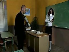 Директор склонил к сексу учительницу вечерней школы