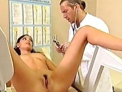 Brjunetke trebuetsja doktor