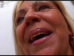 Zrelaja brazil'skaja blondinka s zamechatel'noj bol'shoj zadnicej