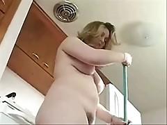 Мамка ходил по квартире голая