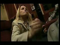 Шикарная блондинка в поезде подрочила и отсосала шефу