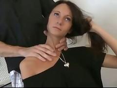Худенька брюнетка с бойфрендом