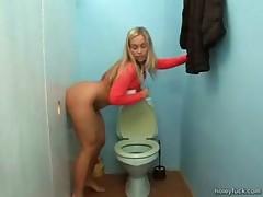 В туалете через дырку