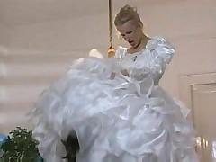 Красивая невеста в очках дает в анал