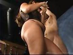 Gospozha dominiruet nad seksrabom