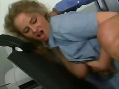 Доктор трахается с пациенткой в кабинете